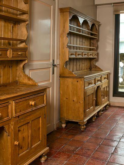 Paire de buffets vaisseliers rustiques en...