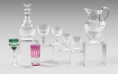 Important service de verres à pied en cristal...