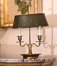 Lampe bouillotte à deux lumières en bronze...