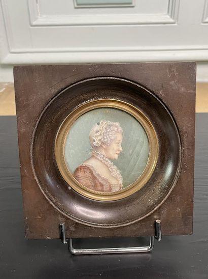 Ecole française Portrait de femme Miniature...