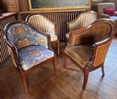 Suite de quatre fauteuils gondole en acajou,...