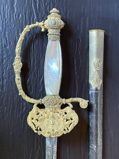 Epée de fonctionnaire monture en laiton doré...