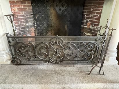 Nécessaire de cheminée comprenant : - ancien...