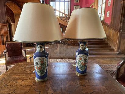 Paire de vases en porcelaine de Chine à décor...