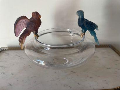 Coupe aux perroquets en cristal et bronze...