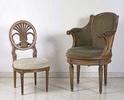 Petite chaise à dossier gerbe ajouré. Assise...