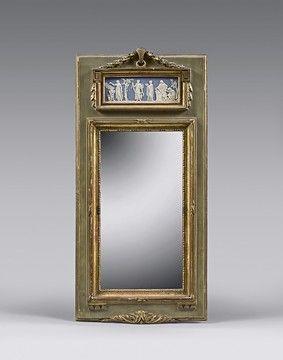 Petit miroir dans un encadrement en bois...
