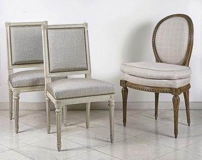 Paire de chaises à dossier plat en bois laqué...