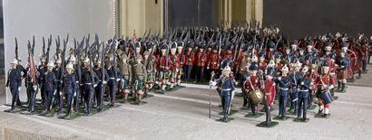 CBG-BRITAINS Soldats et figurines au défilé...