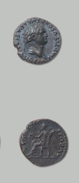 TITUS (79-81) Quinaire. Sa tête laurée à...