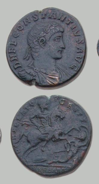 Médaillon. Rome. Son buste lauré et drapé...