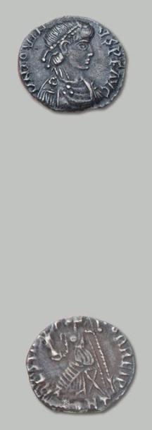 JOVIN (411-413) Silique. Son buste diadémé...