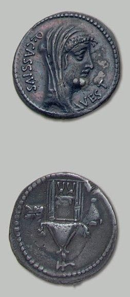 CASSIA (55 av. J.-C.) Tête voilée de Vesta...