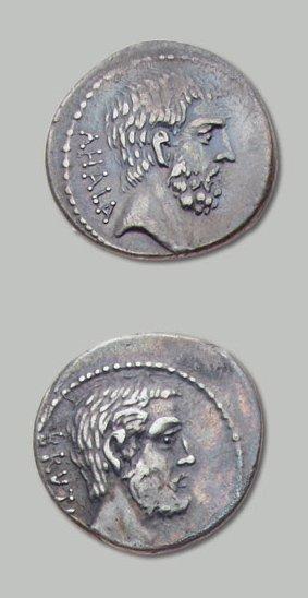 JUNIA (54 av. J.-C.) Tête nue de L. J. Brutus l'ancien à droite. R/ Tête nue de...