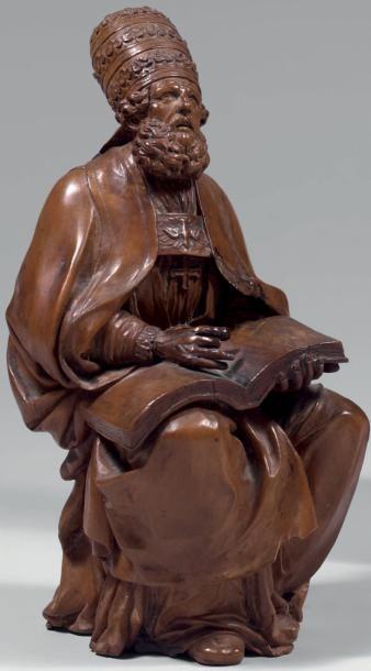 Statuette en buis sculpté d'un pape assis,...
