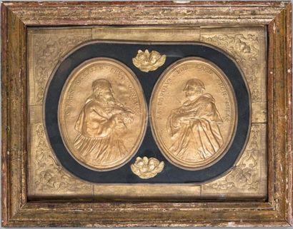 Deux médaillons en papier gaufré et doré:...
