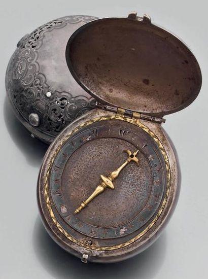 MONTRE DE POCHE à clé, ovale en argent uni....