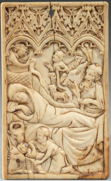 Tablette à écrire en ivoire sculpté en bas-relief...