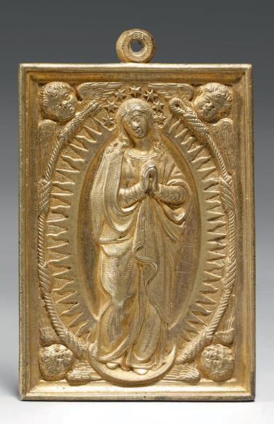 Plaquette en bronze doré ornée d'une Vierge...