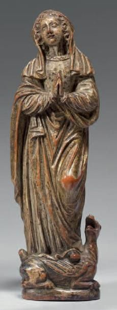 Statuette de Sainte Marthe coiffée d'un voile,...