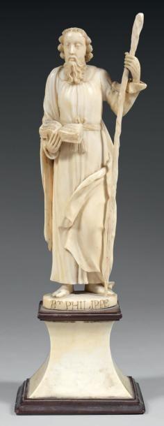 Statuette en ivoire représentant Saint Philippe....