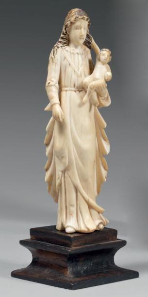 Petite Vierge à l'Enfant en ivoire avec traces...