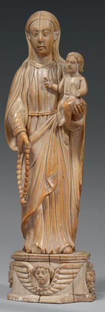 Vierge à l'Enfant aux longs cheveux et au...