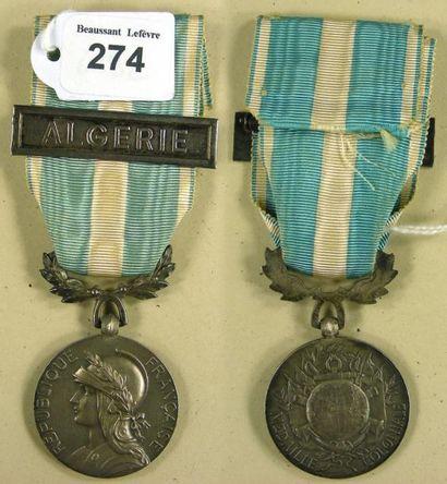Médaille coloniale, à bélière uniface, en...