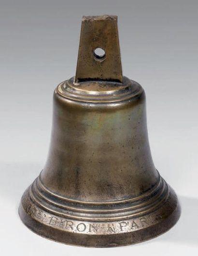 Cloche en bronze uni, marquée «E Biron à...