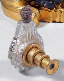 Flacon à parfum piriforme en cristal taillé...