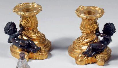 Paire de flambeaux bas en bronze doré rocaille...