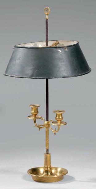 Lampe bouillotte en laiton à deux lumières...