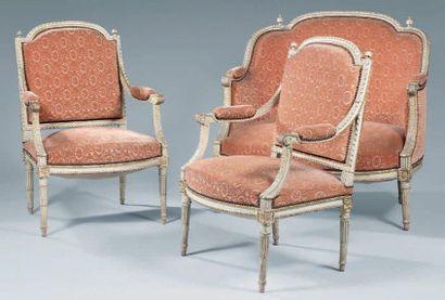 Paire de fauteuils à dossier plat et marquise...