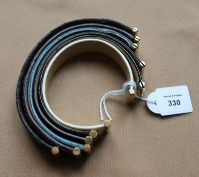 Lot de six bracelets principalement en cuir,...