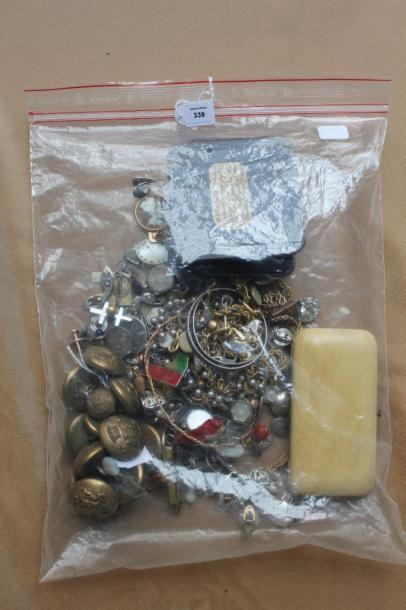 Lot de bijoux fantaisie principalement en...