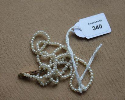Collier de très petites perles fines, le...