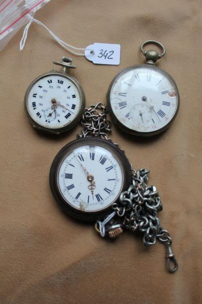 Lot de deux montres de poche en argent gravé...