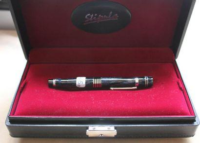 Collection de stylos avec écrins, en parfait état: A - Stylo à bille en composition...