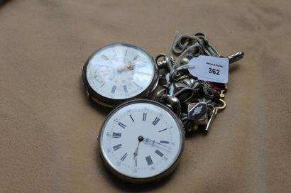 Lot de deux montres de poche en argent gravé à clef ou à remontoir. Poids: 125 g...