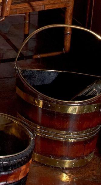 Seau à charbon ovale en bois à ferrures de...