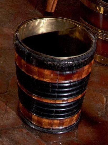 Seau à charbon cylindrique en bois à anse...