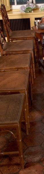 Suite de cinq chaises et un fauteuil cannés...