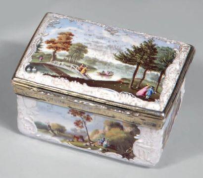 Boîte tabatière à décor émaillé polychrome...