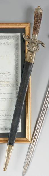 ALLEMAGNE, FRANCE, ITALIE Dague de chasse. Poignée en bois de cerf. Monture en laiton...