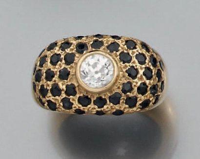 Bague en or jaune sertie d'un diamant rond...