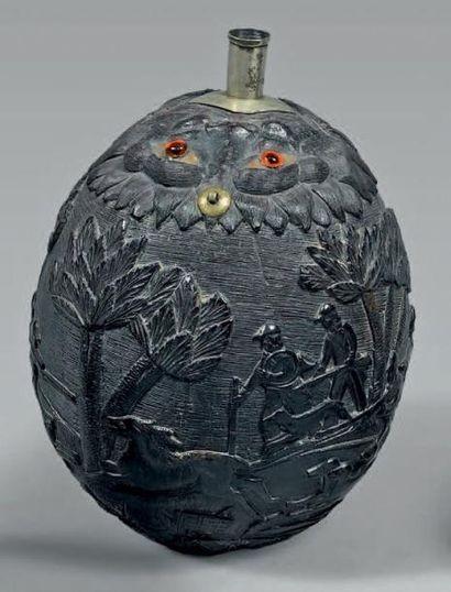 Noix de coco poire à poudre sculptée d'une...