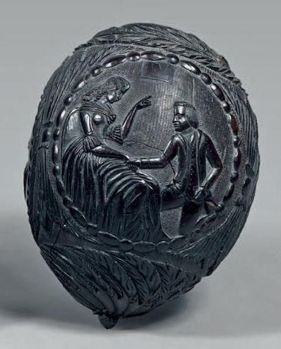 Noix de coco poire à poudre sculptée d'un...