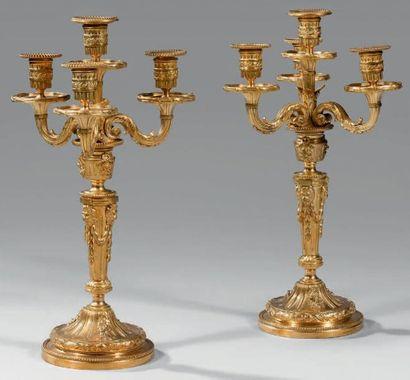 Paire de grands candélabres en bronze doré...