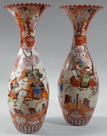 Paire de très grands vases ovoïdes à col...