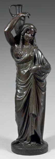 Statue en bronze patiné représentant une...